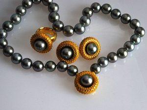 Diese Perlenkette mit Komponenten in Gold und applizierter Granulation erreichte den achten Preis beim Design Wettbewerb im Februar 1999