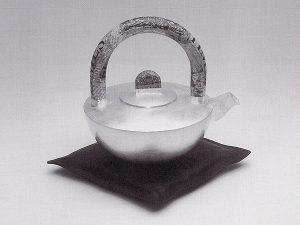 Oktober 2001 – Teekanne für 13. Silbertrienale angenommen