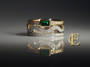 Drei Ringe mit Brillanten einer davon mit Smaragd
